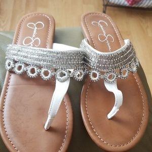 Jessica Simpson,flip flops.